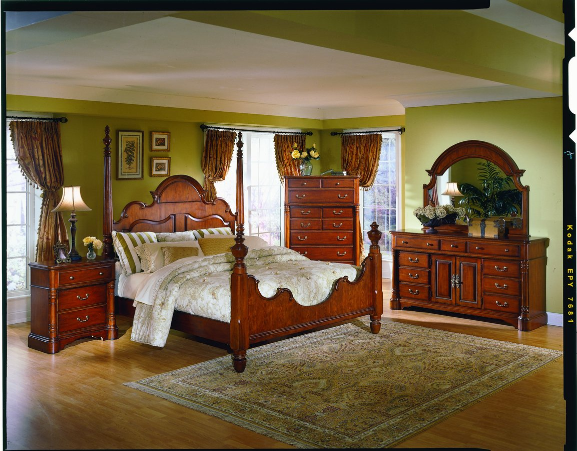Homelegance American Colonial Queen Poster Bed