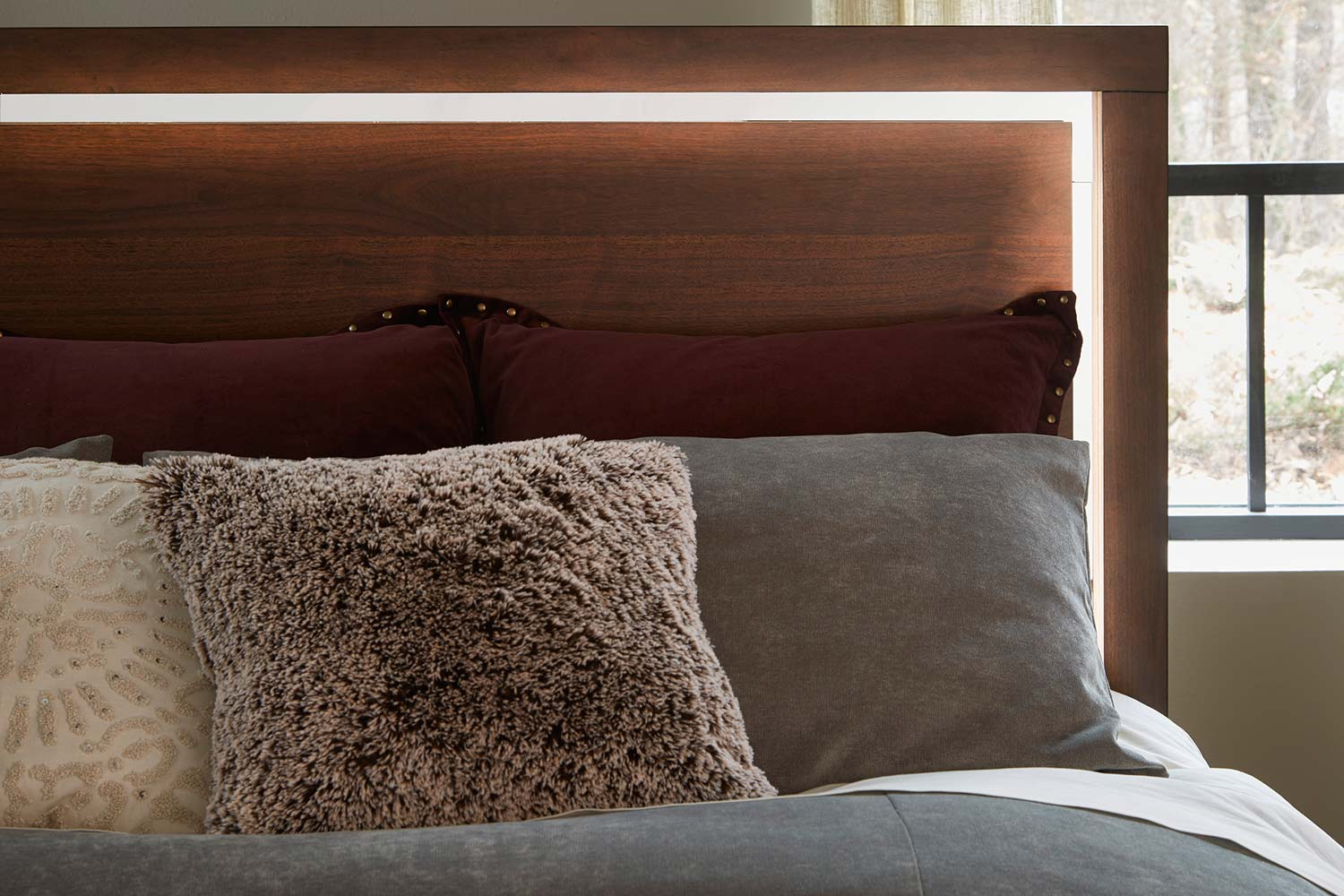 Homelegance Ingrando Platform Bed - Walnut - LED