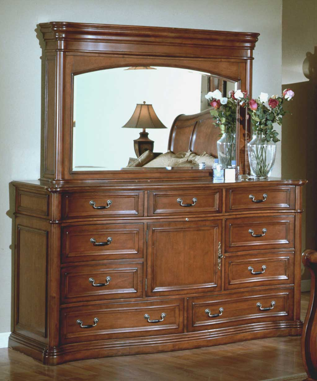 Signature Home Washington Dresser With Hideaway Mirror TV Hutch