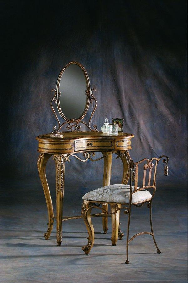 Pulaski Accentrics Vanity w/Mirror and Chairs