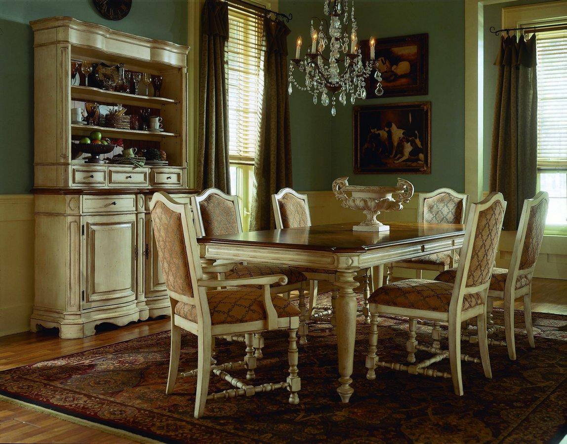 Pulaski Casa Cristina La Cienega Leg Dining Collection