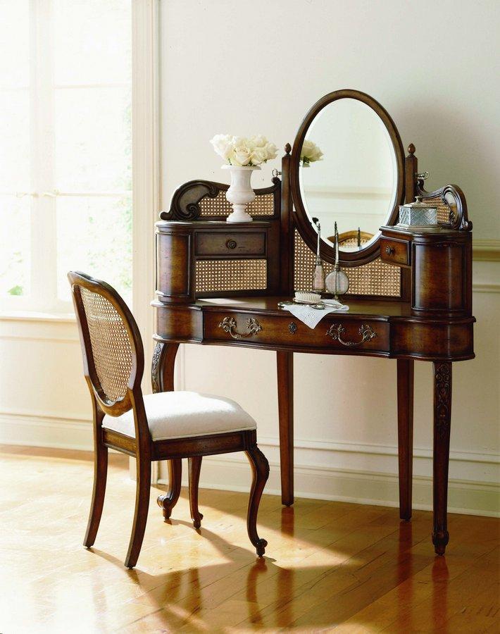 Pulaski Sauvignon Dressing Vanity