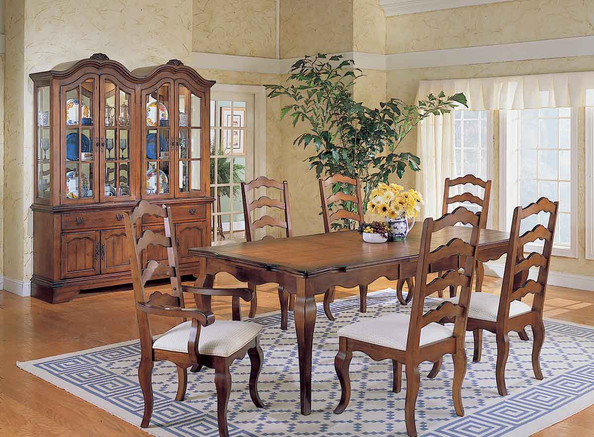 Homelegance Countryside Dining Table with 2 Leaf Extension