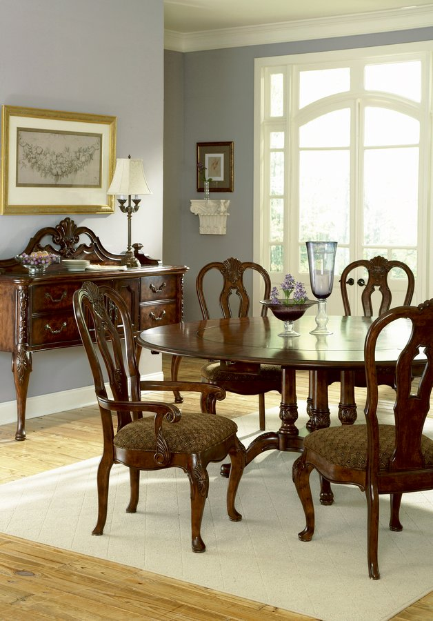 Pulaski Renaissance Court Round Dining Collection