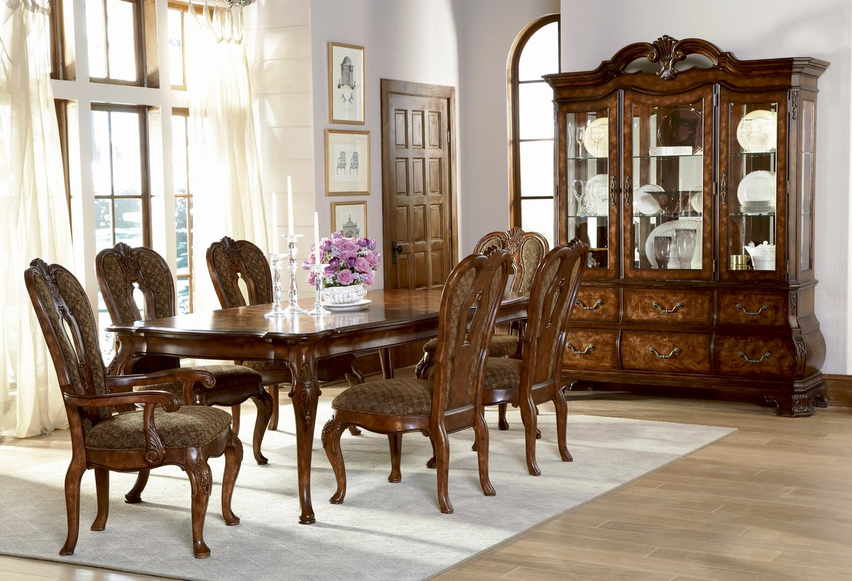 Pulaski Renaissance Court Leg Dining Collection