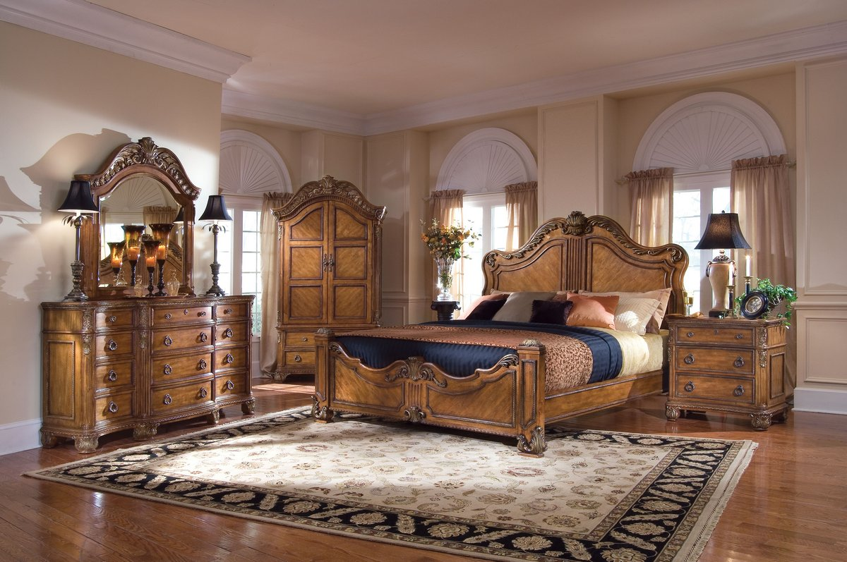 Pulaski Thaxton Court Panel Bedroom Collection
