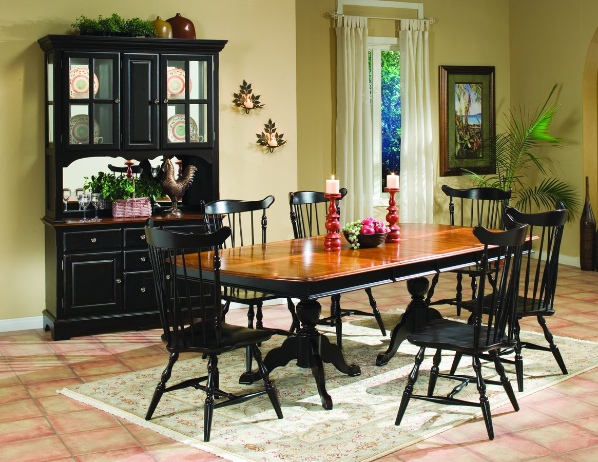 Homelegance Winnie Dining Table with Two 16 inch Leaves