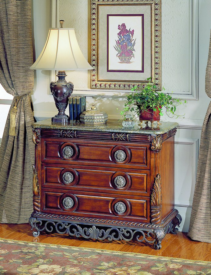 Homelegance Madrid Bombe Chest