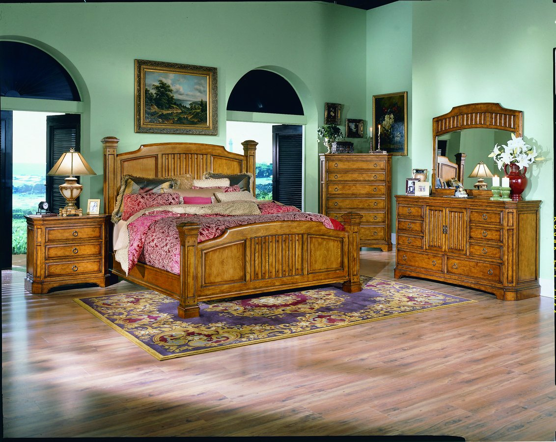 Homelegance Capistrano Chest