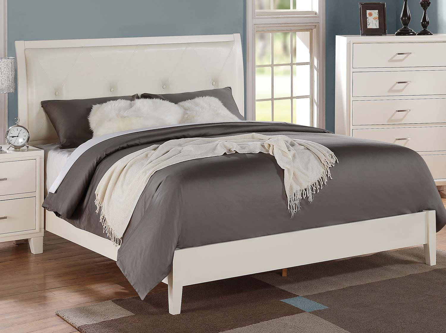 Acme Tyler Bed (Padded HB) - Cream Vinyl/White