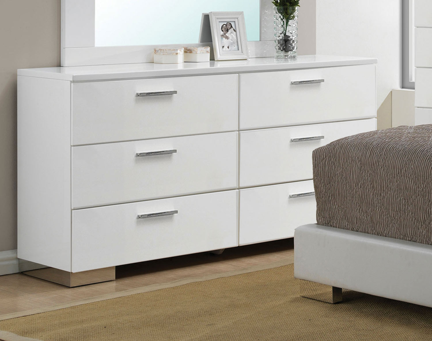 Acme Lorimar Dresser - White/Chrome Leg