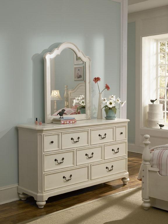 American Drew Retreat 7 Drawer Dresser - Antique White