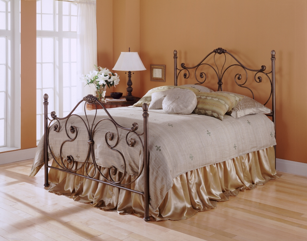 Fashion Bed Group Aynsley Bed in Majestique