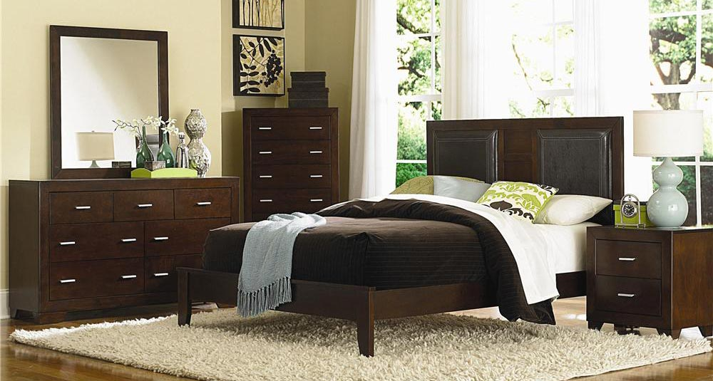 Coaster Tiffany Panel Bedroom Set