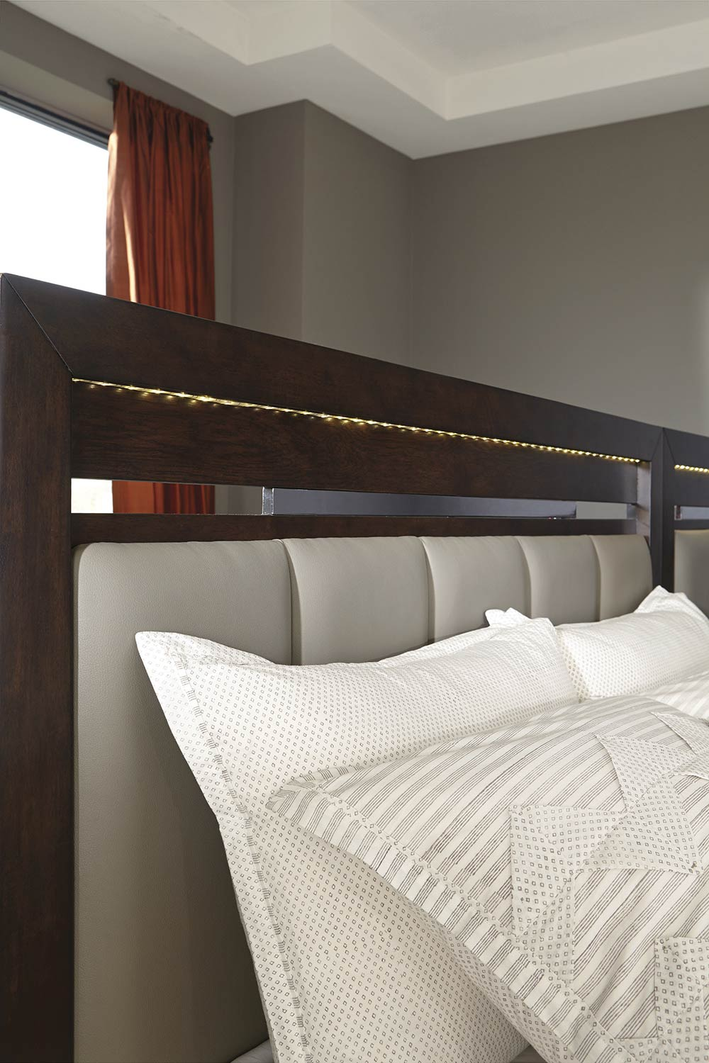 Coaster Berkshire Lighted Panel bed - Bitter Chocolate