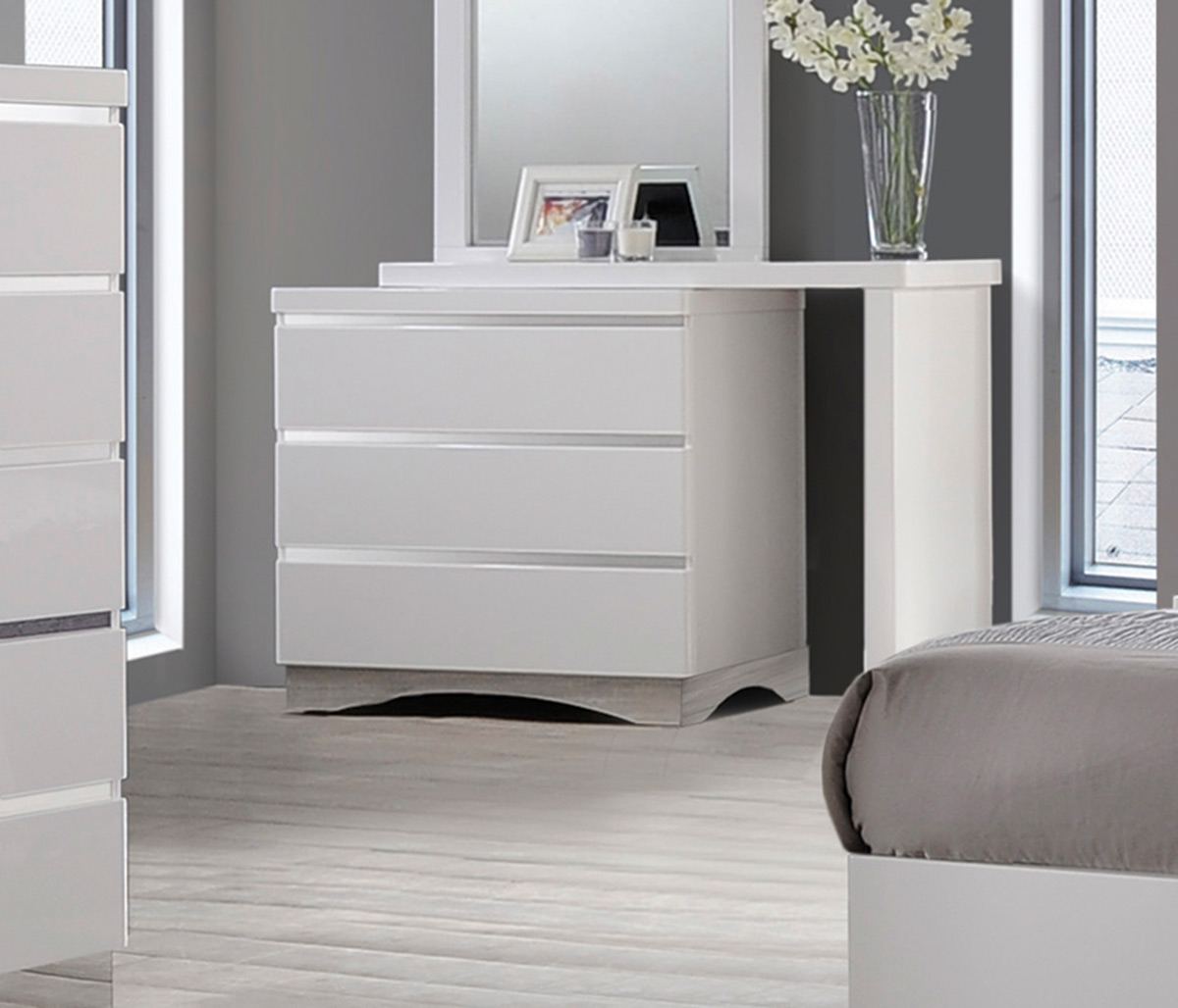 Coaster Alessandro Dresser   Glossy White. Coaster Alessandro Dresser   Glossy White 205003 at Homelement com