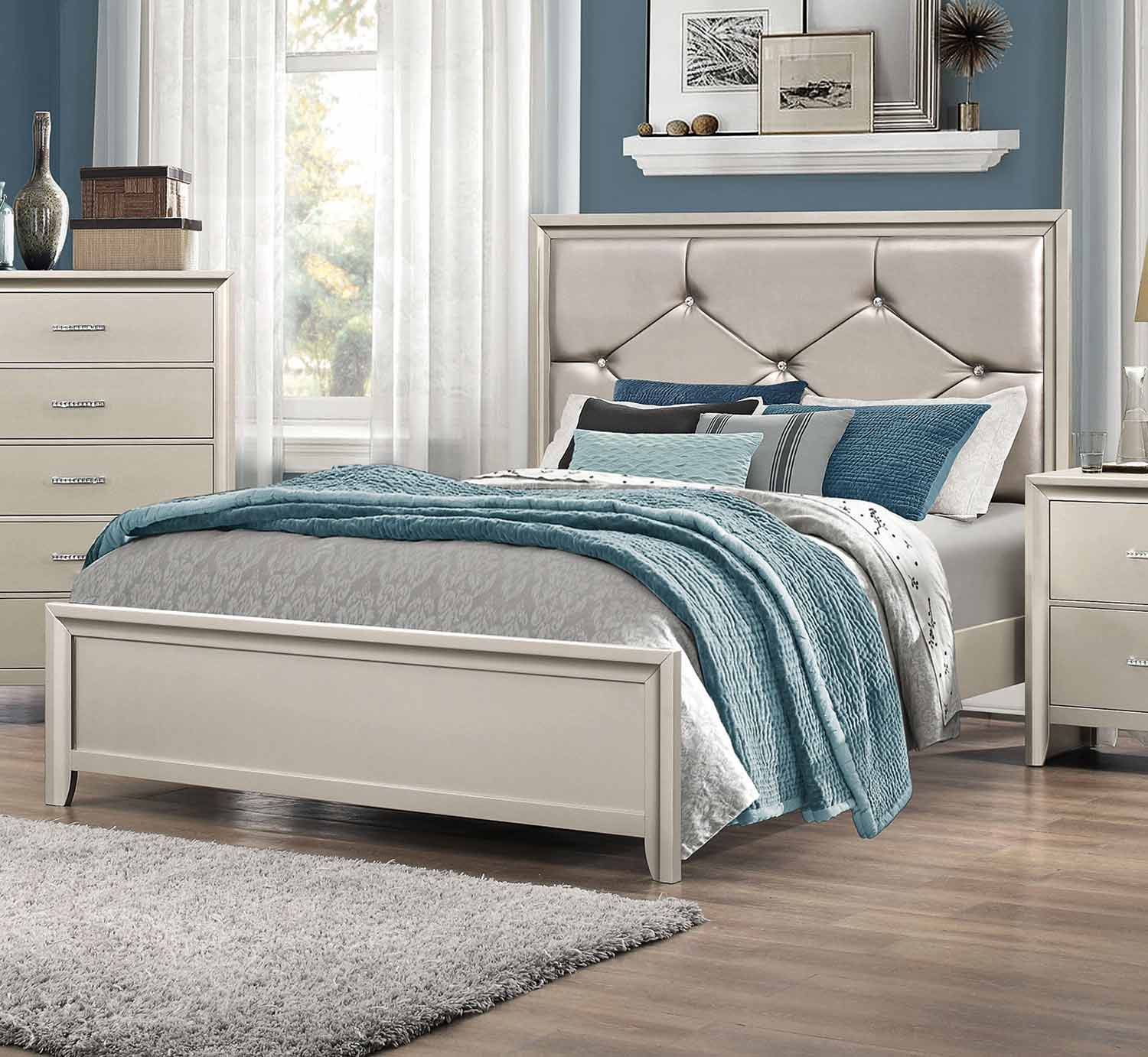 Coaster Lana Upholstered Bed - Silver