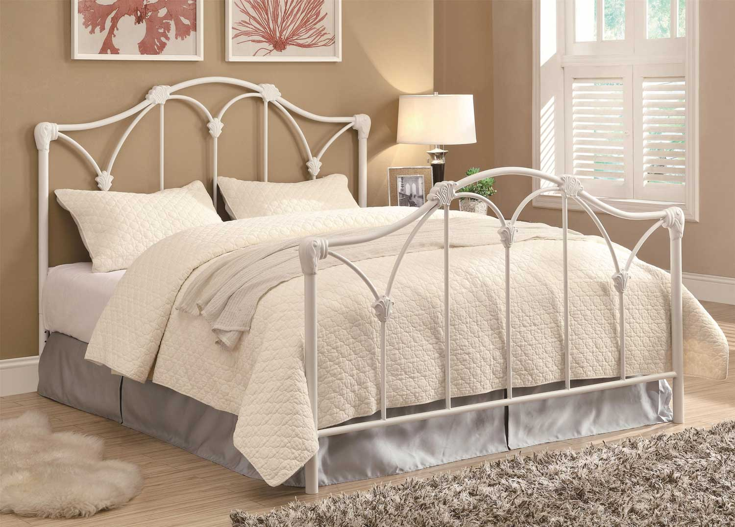 Coaster 300257 Queen Bed - White