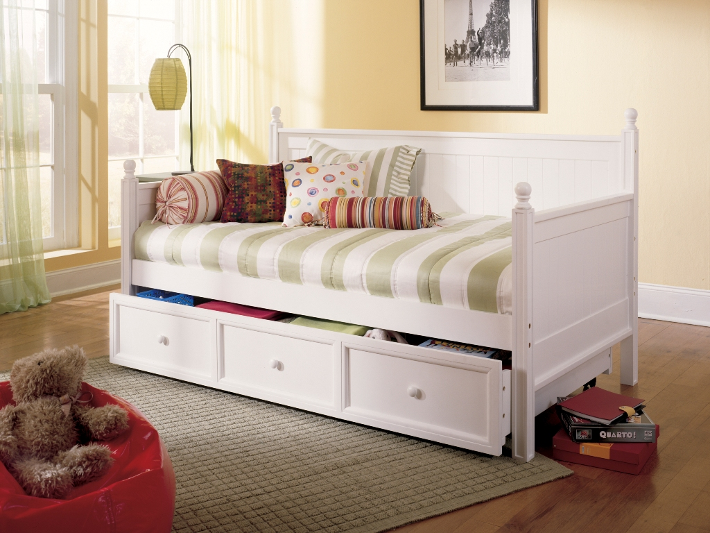 Fashion Bed Group Casey Daybed - White