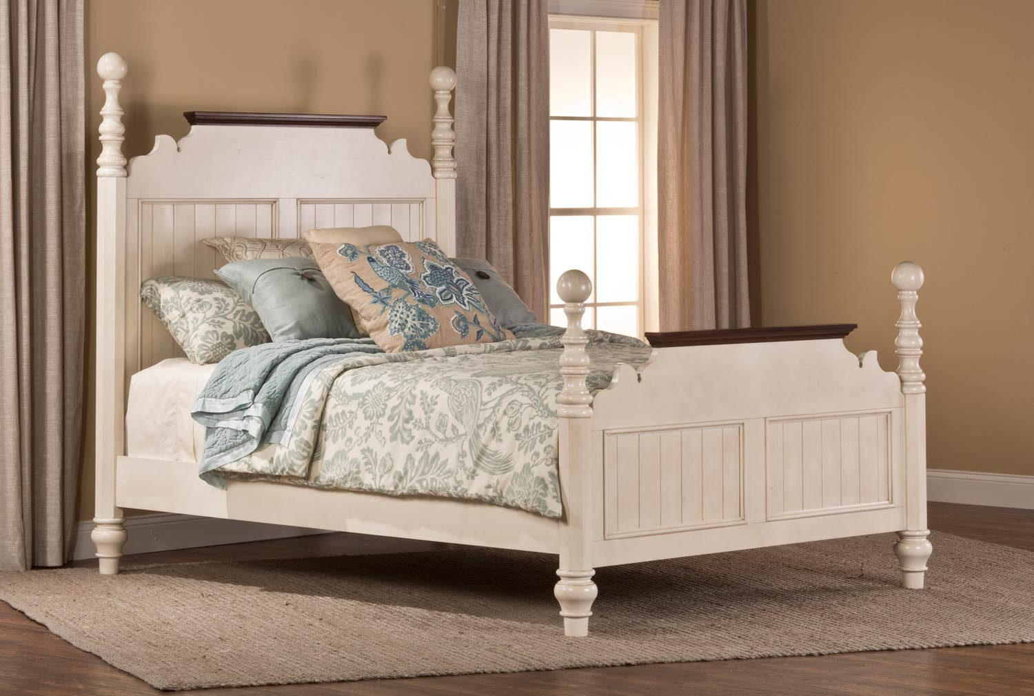 Hillsdale Pine Island Post King Size Bed - Old White