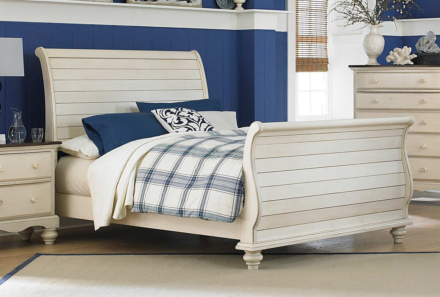 Hillsdale Pine Island Sleigh Bed - Old White