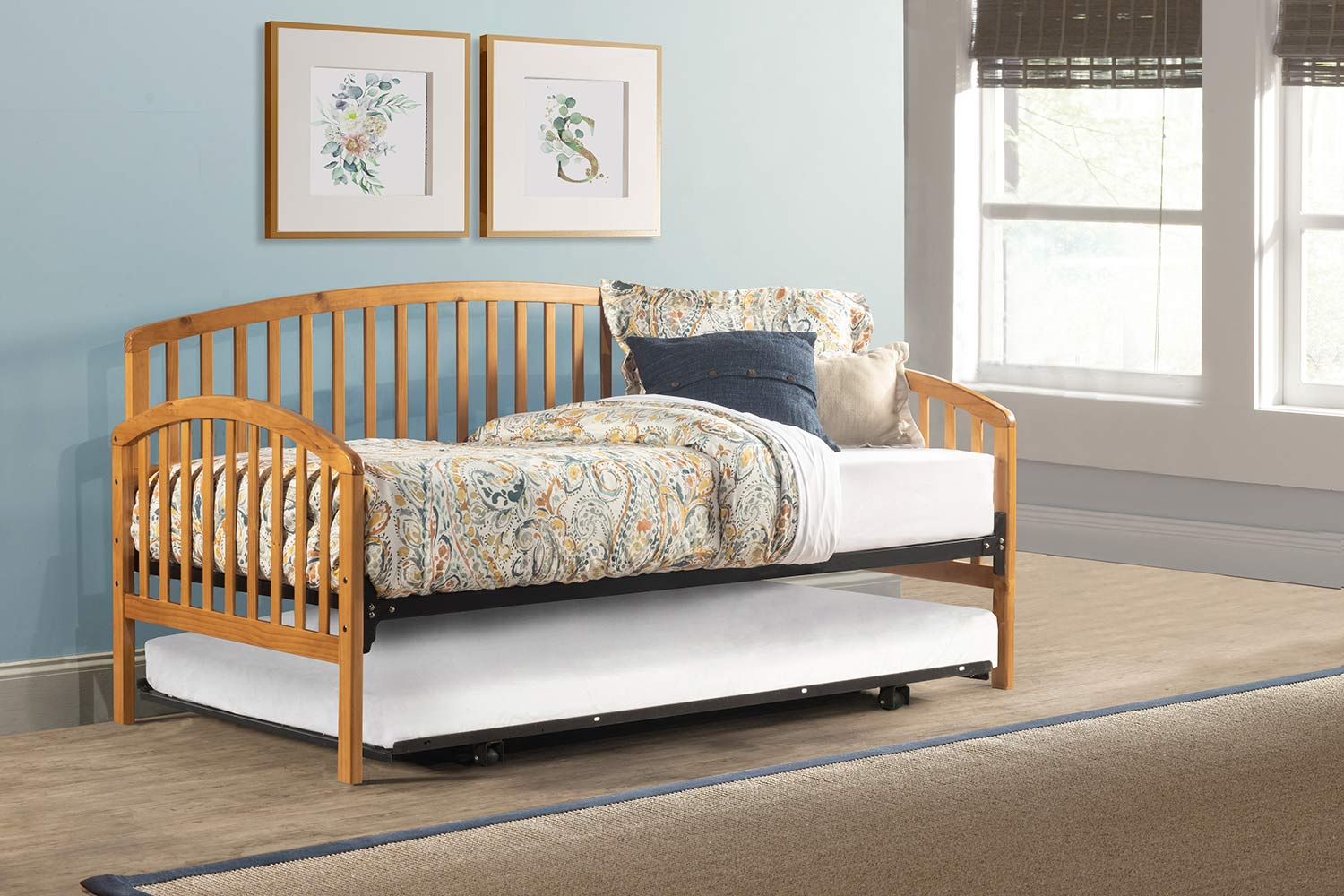 Hillsdale Carolina Daybed with Roll Out Trundle Unit - Country Pine