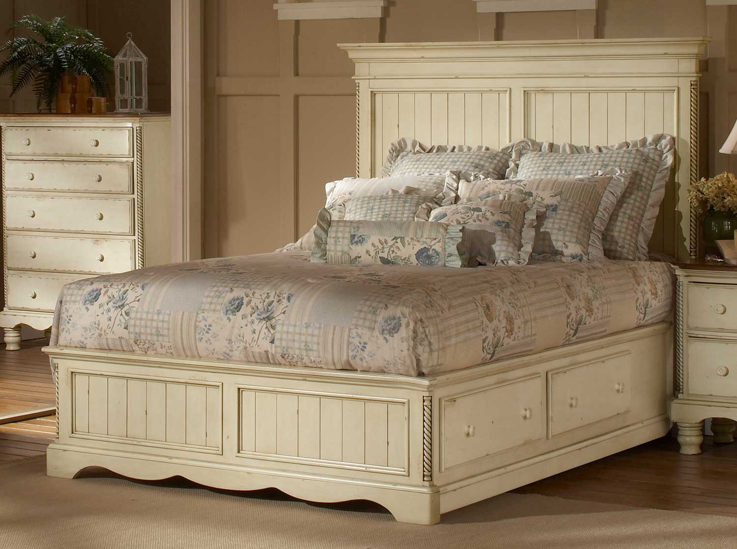 Hillsdale Wilshire Panel Storage Bed - Antique White