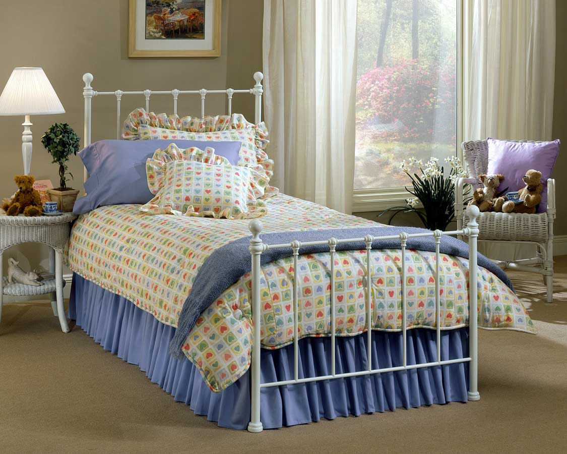 Hillsdale Molly Bed - White