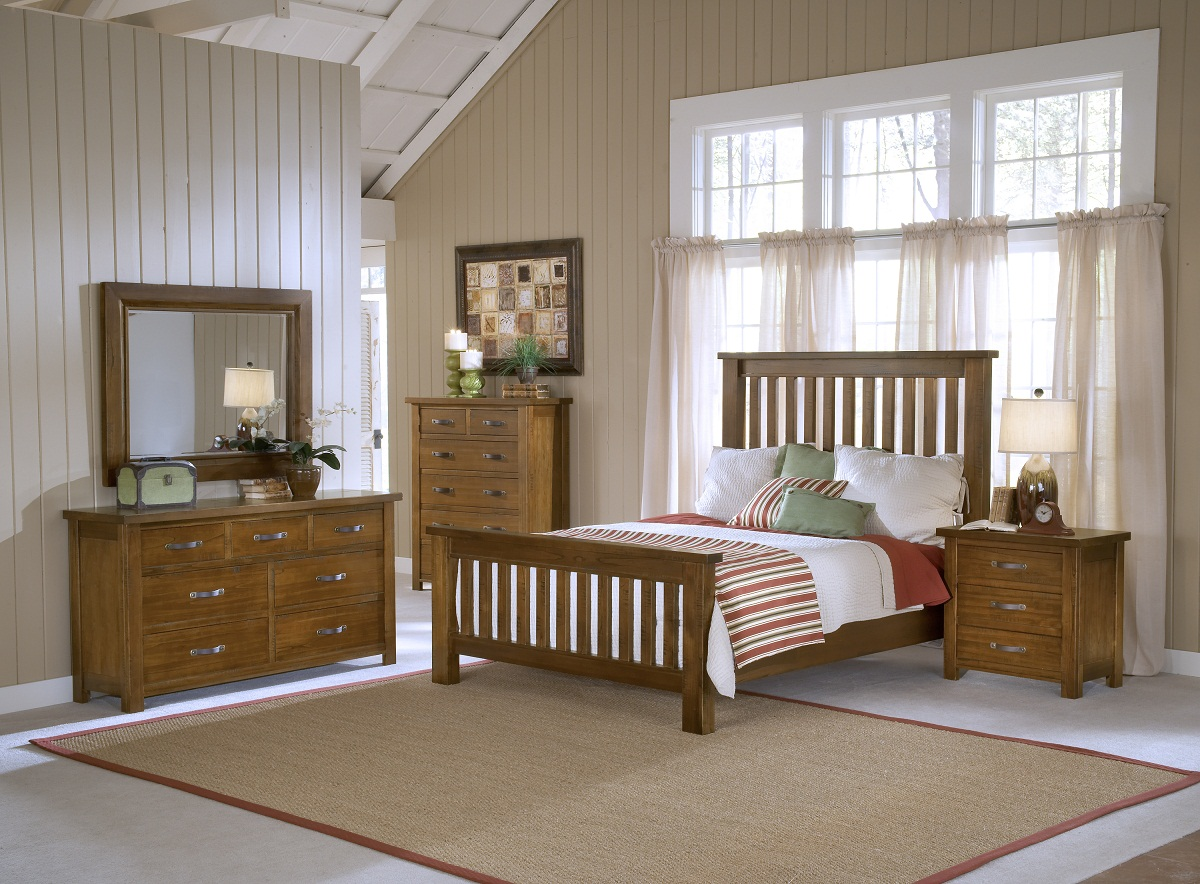 Hillsdale Outback Slat Bedroom Set - Distressed Chestnut