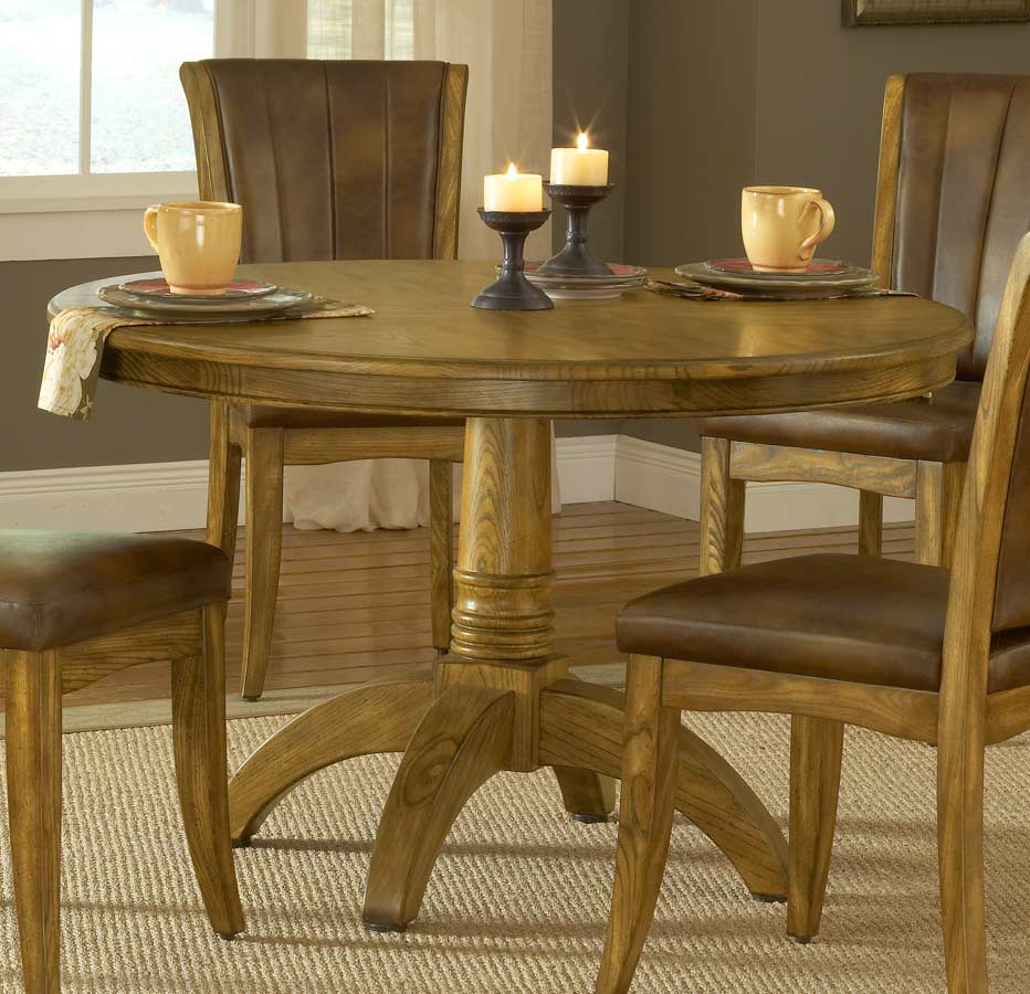 Hillsdale Grand Bay Round Dining Set with Caster Chair - Oak
