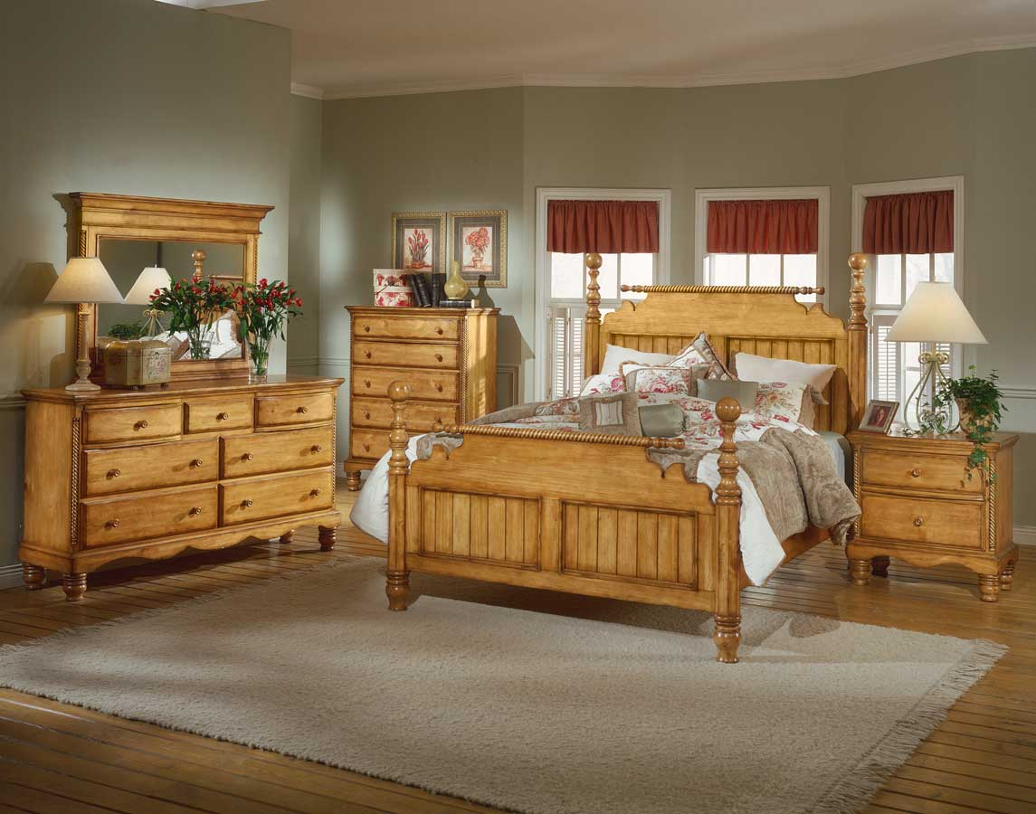 Hillsdale Wilshire Post Bedroom Collection Antique Pine B1171