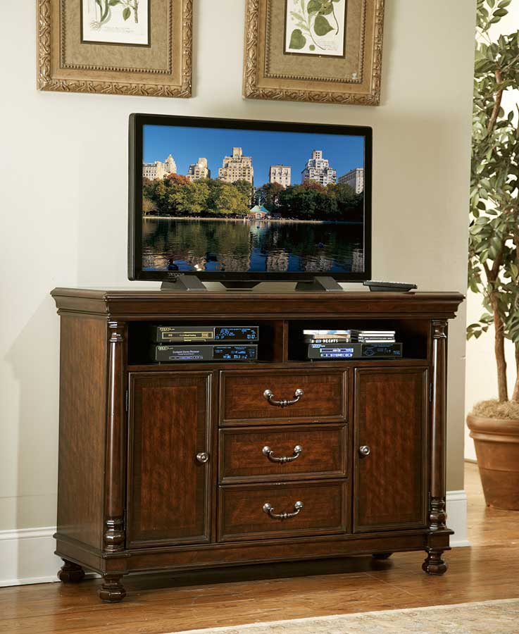 Homelegance Isleworth TV Chest