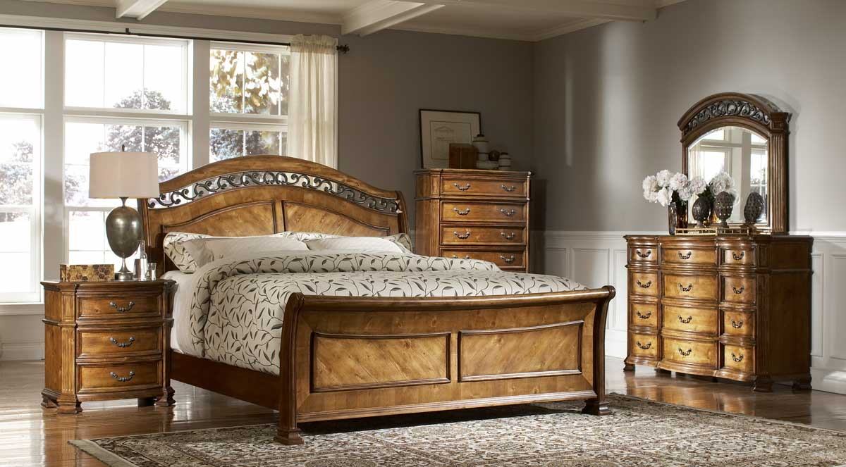 Homelegance Lynette Sleigh Bedroom Set