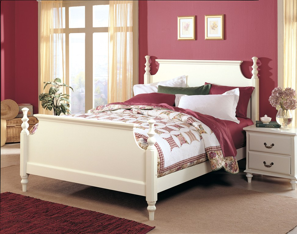 Fashion Bed Group Hermosa Bed in Dove White