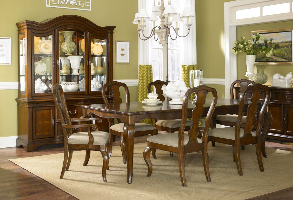 Legacy Classic Claremont Valley Rectangular Dining Set