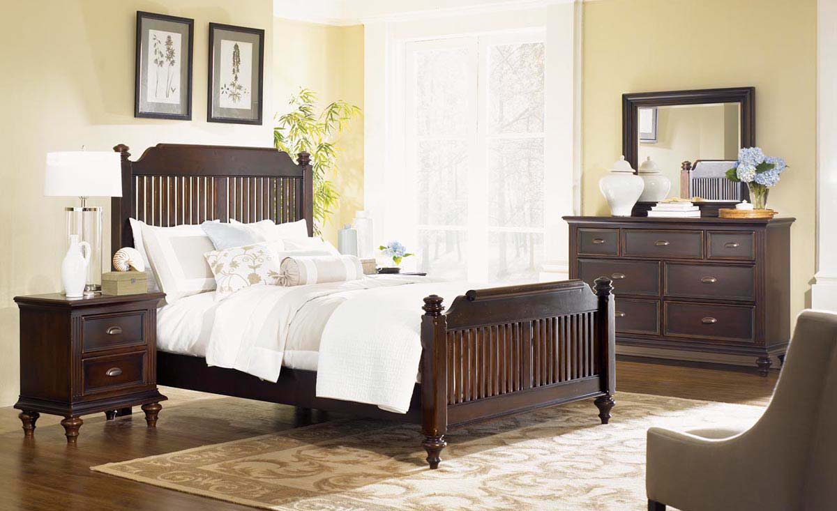 Legacy Classic Chestnut Hill Low Poster Bedroom Collection