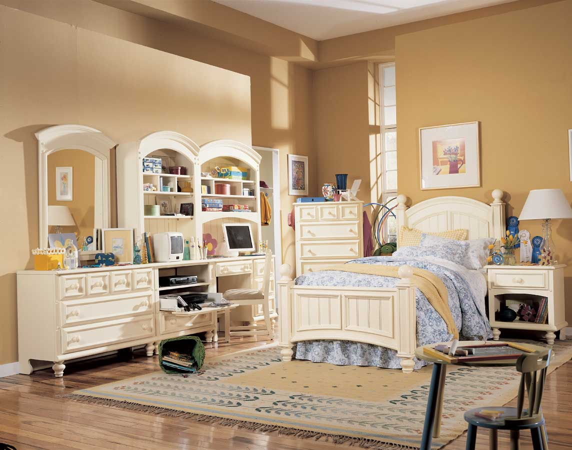 Lea Carolina Retreat Signature Panel Bed- Furniture