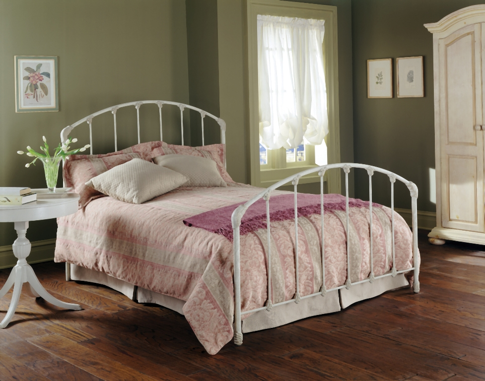 Fashion Bed Group Oscar Bed in Golden Sand