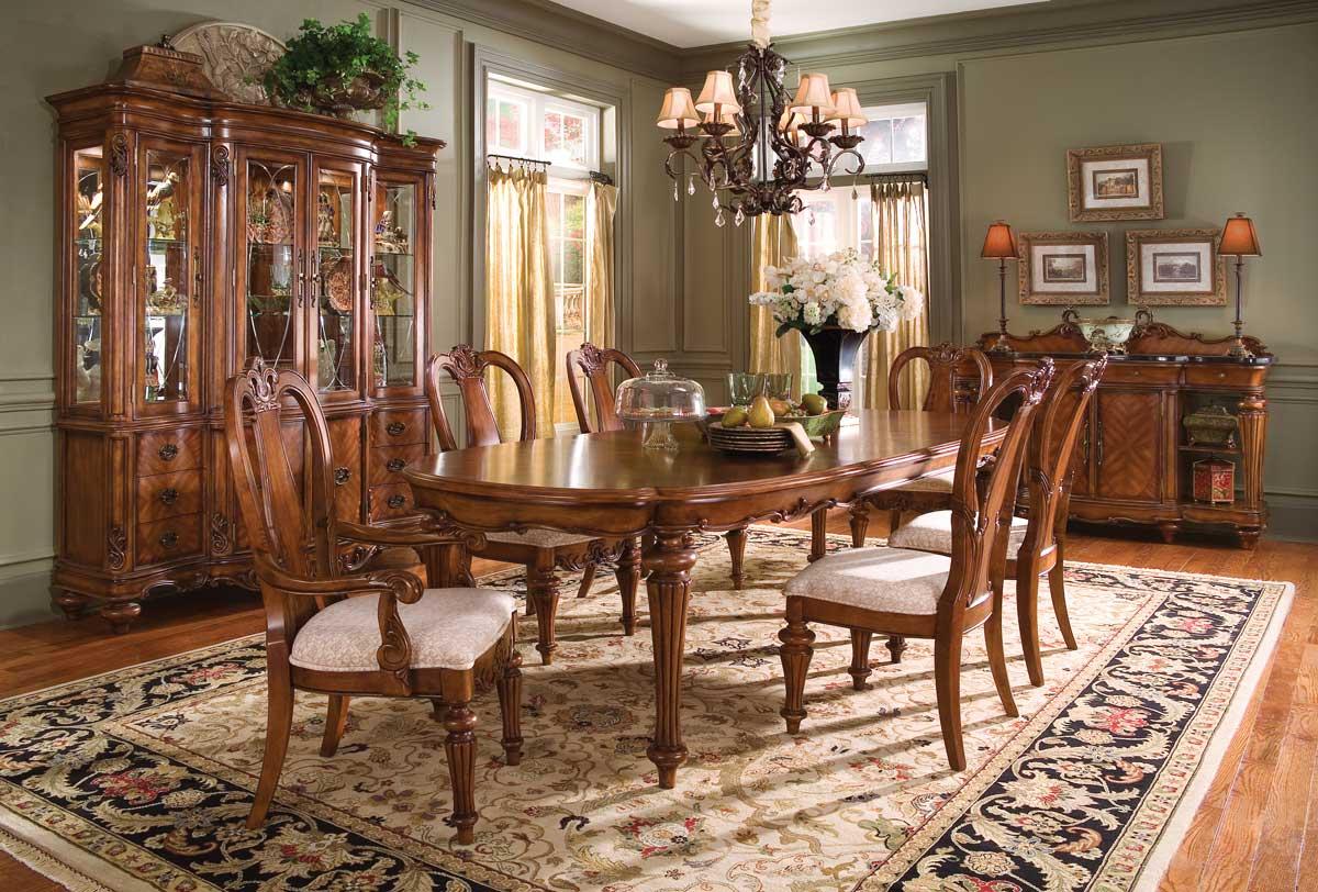 Pulaski Victorias Manor Dining Collection