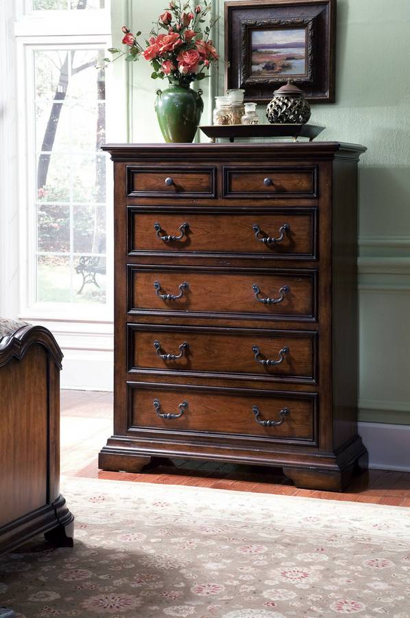 Pulaski Dovershire Chest