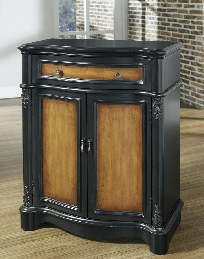 Pulaski Town and Country Accent Chest