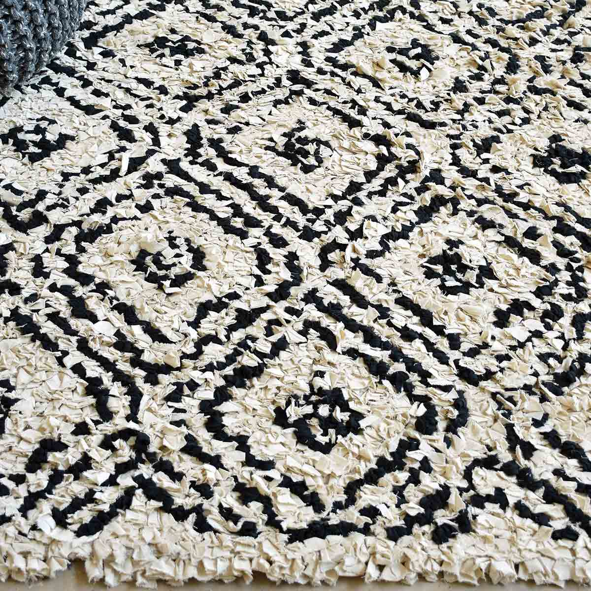 Uttermost Amuza 8 X 10 Rug - Diamond