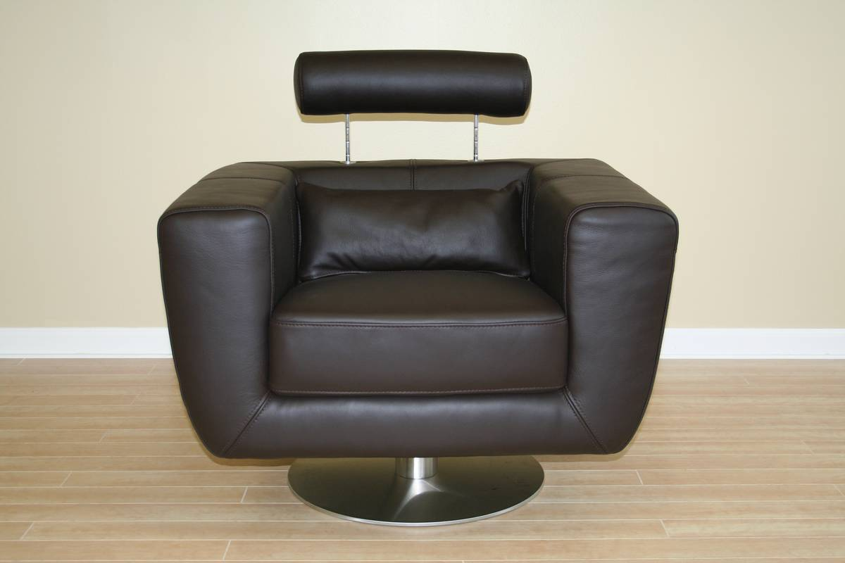 Wholesale Interiors 92-P8004 Full Leather Club Chair