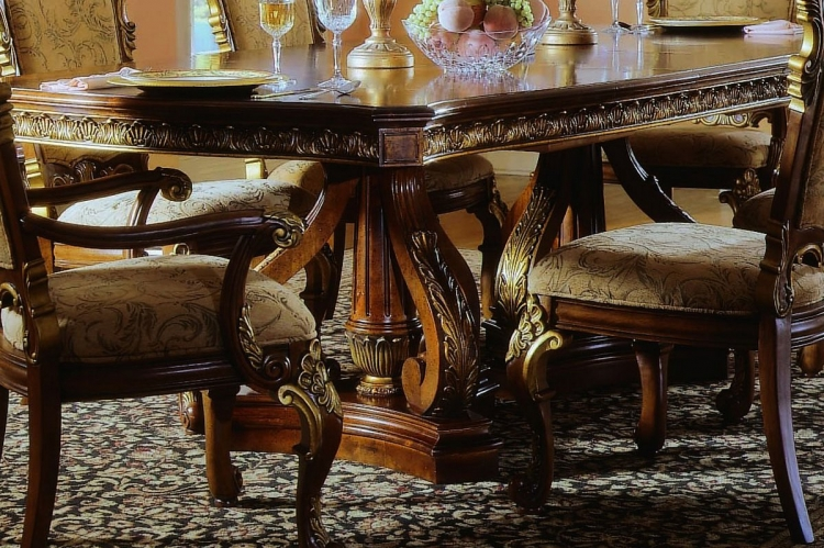 Royale Pedestal Table