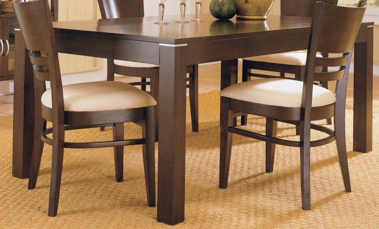 Levita Dining Table
