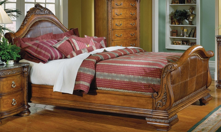 Spanish Hills Sleigh Bed with Leather