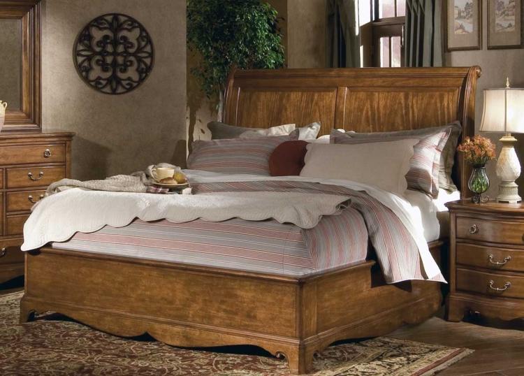 Americana Sleigh Bed