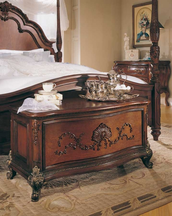 Jessica McClintock Home Romance Hope Chest