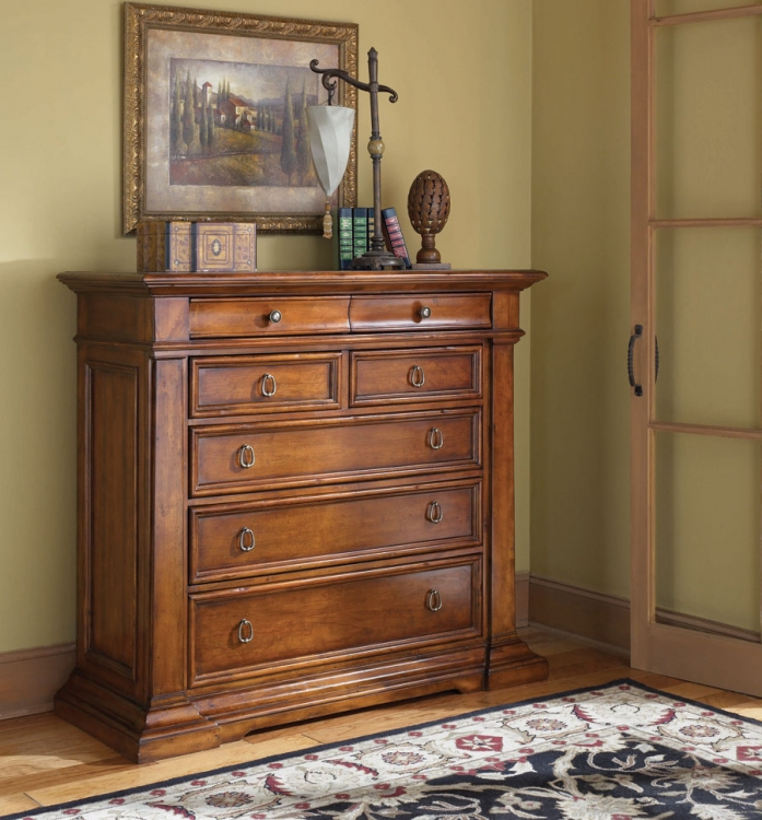 European Traditions Entertainment Chest
