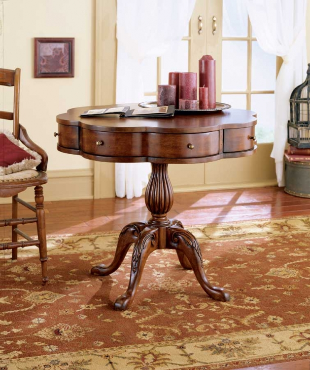 0401024 Plantation Cherry Clover Pedestal Table